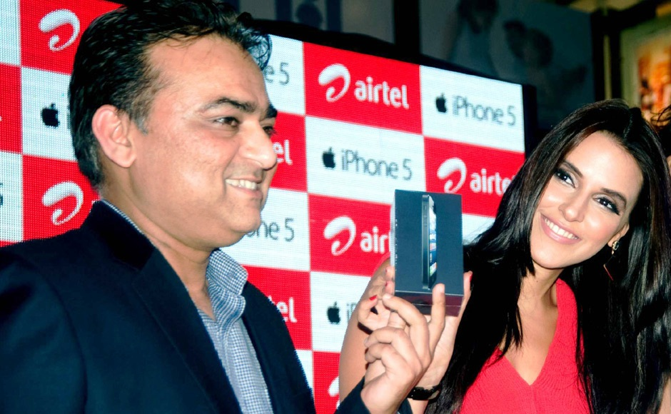 Neha Dhupia at Official Apple iPhone 5 Launch in India